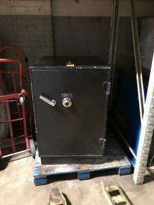 Mosler Safe Industrial Firebox Commercial Security Equipment Used Store Fixtures