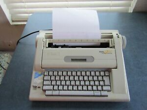 Vintage Smith Corona Display 900 Electronic Dictionary Typewriter