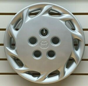 New 1997 1999 Toyota Camry 14 10 hole Silver Hubcap Wheelcover Factory Original