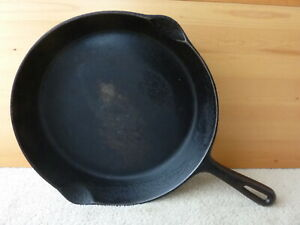 Smart Cast iron Skillet #9 vintage made in Canada  nice original condition