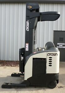 Crown Model Rr5020 35 2000 3500 Lbs Capacity Reach Electric Forklift