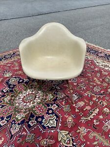 A Vintage Herman Miller Fiberglass White Arm Shell Chairs For Restoration 1960 S