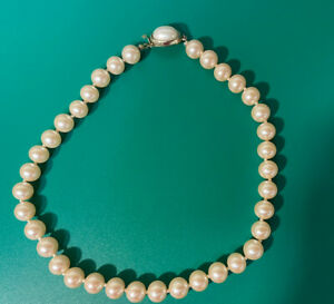 """Vintage Carol Lee Single Strand Faux Pearl Necklace 16"""" in Peachy Pink $15.00"""