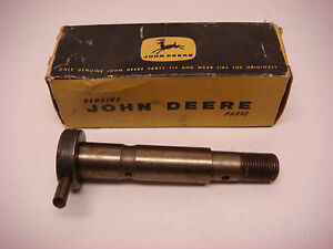 Nos John Deere Part No al2861t Fan Spindle Jd066 Vintage Tractor Farm Equipment