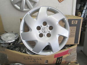 One 2002 To 2006 Toyota Camry Se 16 Inch Hubcap Wheel Cover