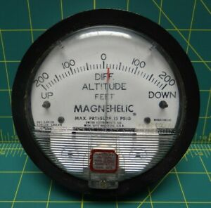 4 Dwyer Magnehelic Differential Pressure Gauge 200 0 200 Altitude 12 190082 00
