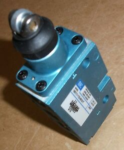 Mac Valves Inc 180111 112 0010 t Roller Button Pneumatic Air Limit Switch New