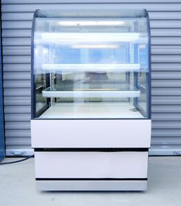 Federal Curved Glass Refrigerated Dessert Pastry Bakery Case cgr3148 Working