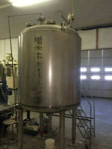12600 008 Used 470 Gallon Stainless Steel Vertical Tank Rated 15 Psi fv 200f