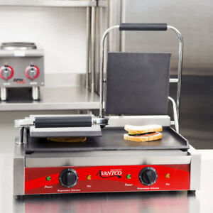 Avantco P85s Double Smooth Top Commercial Countertop Panini Press Sandwich Grill