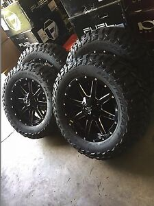 20 Fuel D610 Maverick Gloss Black Wheels 35 Mt Tires 6x5 5 Chevy Gmc Package