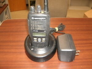 Motorola Ht1250 4 Watt 128 Channel Uhf Portable Radio S Split