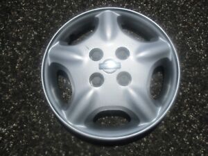 One Genuine Factory 2000 2001 Nissan Altima Bolt On Hubcap Wheel Cover