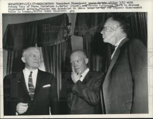 1957 Press Photo President Eisenhower meets with Herter and Stassen in office