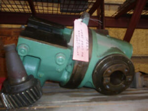320 18 Cincinnati milacron Vertical head For Verci power Horizontal Mill 19223
