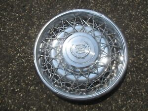 One Genuine 1975 To 1979 Cadillac Seville Wire Spoke 15 Inch Hubcap Wheel Cover