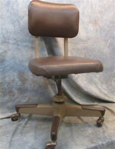 Brown United Swivel Rolling Propeller Base Office Chair Mid Century Vintage