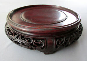 Vintage Chinese Hand Carved Rosewood Presentation Stand 9 1 2 Wide