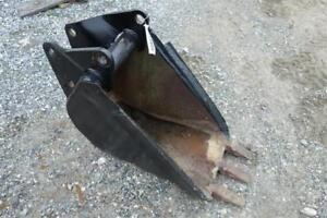 18 Backhoe Bucket W teeth Fits Various Case Backhoes More Stock 121605
