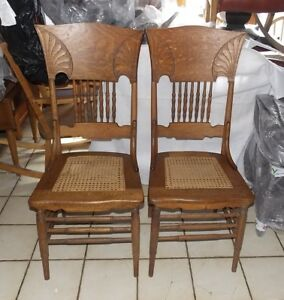 Pair Of Solid Quartersawn Oak Dinette Chairs Sidechairs Sc292
