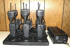 Lot Of 6 Motorola Cp200 Uhf Radios With Microphones And Wpln4171ar Gang Charger