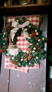 Primitive Christmas Santa Faux Evergreen Wreath Pip Berries Nuts Natural Items