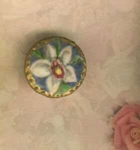 Hand Painted Porcelain White Lilly W Gold Border Stud Button