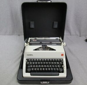 Olympia Sm 9 1971 White Manual Typewriter W Case West Germany