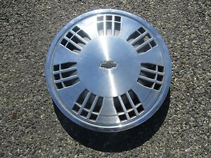One Genuine 1987 To 1989 Chevy Beretta 14 Inch Hubcap Wheel Cover