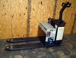 6000lb Crown Pw3520 60 Electric Battery Pallet Jack Barely Used Only 2 Hours