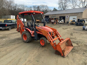 Kubota B26 4x4 Backhoe Wheel Loader Tractor Q c Bucket Great Shape 1500 Hrs