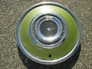1972 To 1976 Ford Thunderbird Factory Hubcap Wheel Cover Green