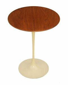 Vintage Mid Century Knoll Saarinen Tulip Walnut End Or Side Table 16 Dia X 20 H
