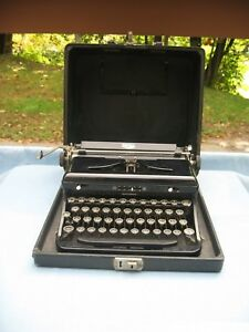 Royal Black Portable Typewriter W case 1930 s