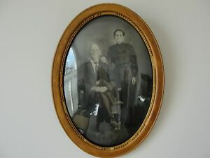Antique Old Oval Wood Picture Frame With Family Couple Original B W Photo Rare