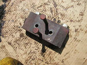 Farmall 460 560 560d Tractor Ih Rear Hydraulic Line Port 2nd Block Bolts