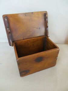 Early American Dovetailed Knotty Pine Small Wooden Box