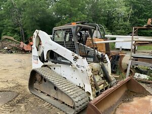 Bobcat T300 Track Skid Steer Loader Tractor excellent Shape
