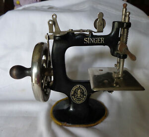 Antique 1920 S Toy Child Singer Enameled Cast Iron Sewing Machine Works