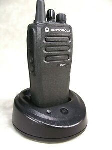 Mint Motorola Cp200d Uhf 16ch Analog Radio W accessories