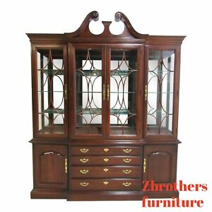 Thomasville Chippendale China Cabinet Breakfront Hutch Collectors Cherry