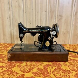 Singer Model 99 Sewing Machine In Domed Wood Case With Accessories