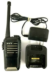 Hyt Tc 518v Portable Two way Radio 136 174mhz With Battery Charger