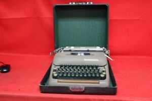 1950 Smith corona Sterling Portable Typewriter W case cp1053094