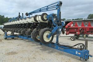 Kinze Model 3600 Twin line Planter 16 31 Row Bean corn Plates