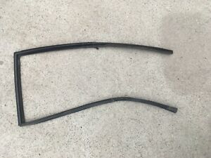 1995 Zj Jeep Grand Cherokee Limited Oem Right Rear Door Window Rubber Seal
