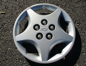 One Factory 2000 To 2005 Chevy Cavalier 14 Inch Bolt On Hubcap Wheel Cover