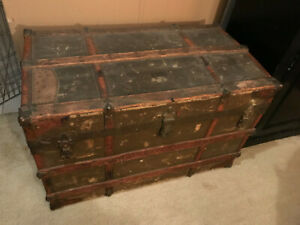 Vintage Large Antique Trunk Metal Detail Inside Has Trays Passport Pouch
