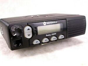 Motorola Cm300 Uhf 32ch 40w Mobile Radio W new Accessories