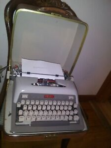 Vintage Working Clean Royal Futura 800 Typewriter Portable Original Case Nice
